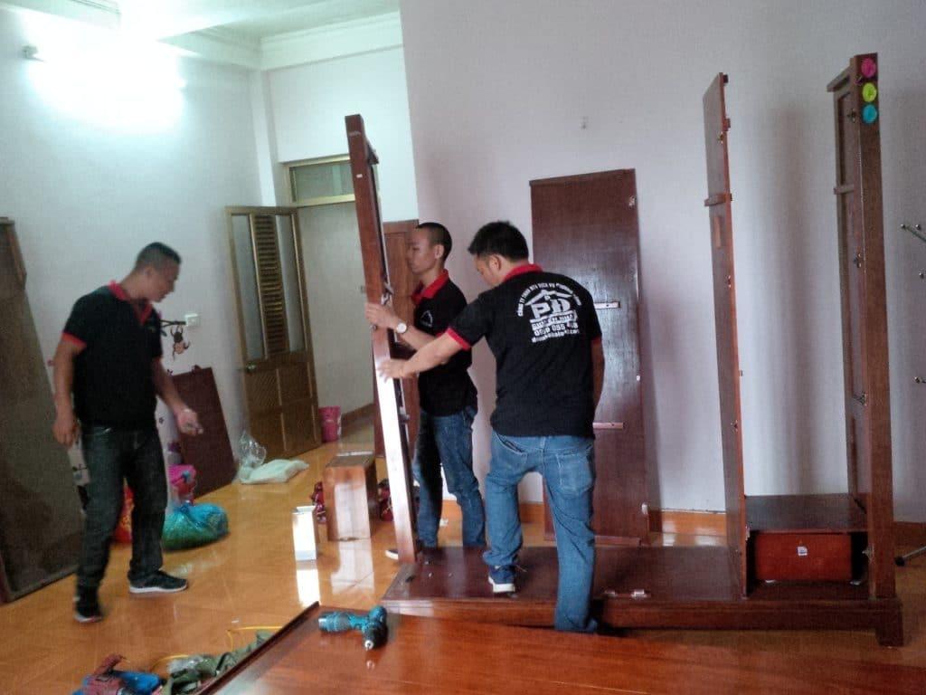 Tháo lắp tủ gỗ chuyển nhà Hạ Long