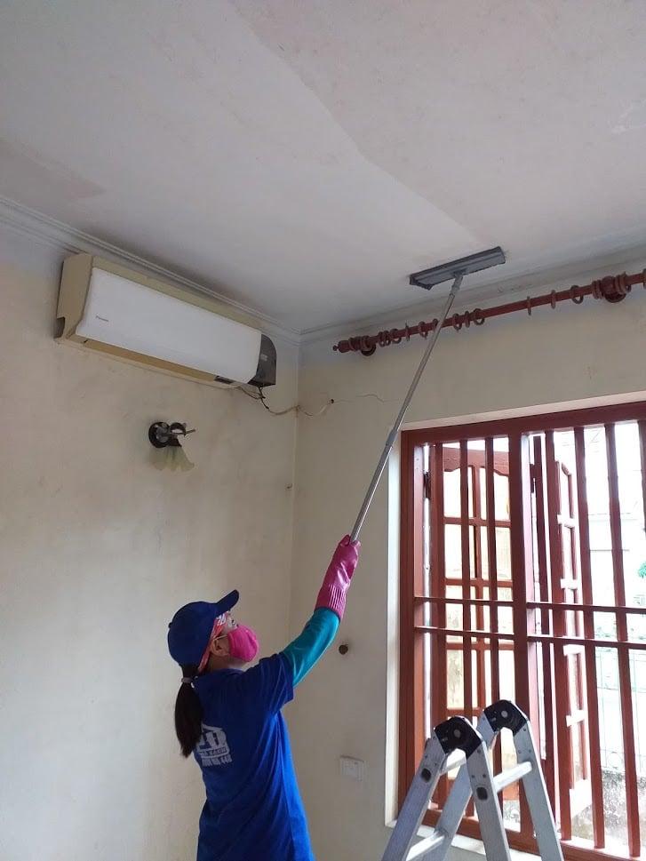 Tẩy mốc trần và tường nhà