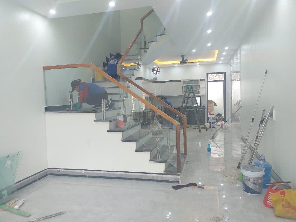 Vệ sinh xi măng trên nền nhà sau xây dựng đòi hỏi sự tỉ mỉ